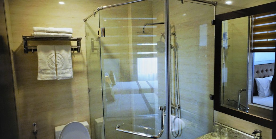 nam son hotel - twin room - wc 2